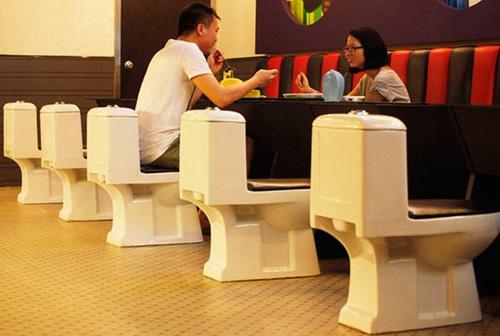 Cafe-toilet